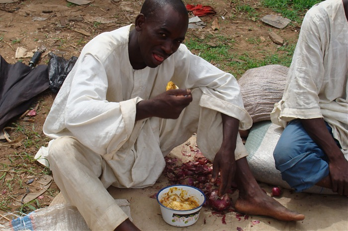 photoblog image Men also eat at work...on Lagos Streets!